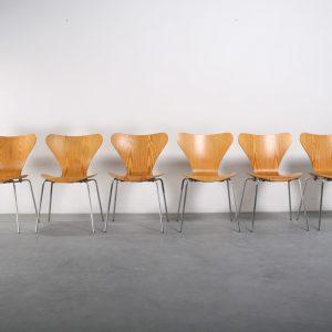 Fritz Hansen vlinderstoel design Arne Jacobsen chair series 7