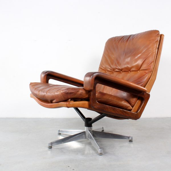 king-chair-design-strassle-andre-vandenbeuck-retro-fauteuil