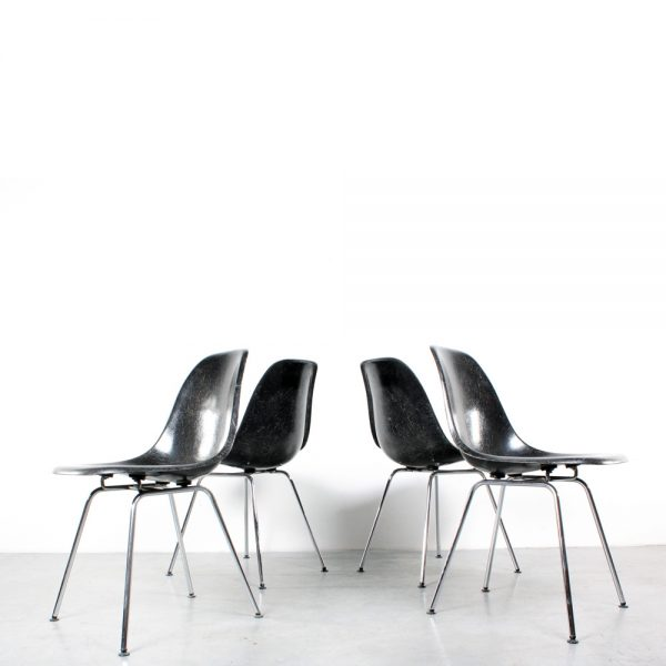 Eames DSX chair Herman Miller black chrome stoel1