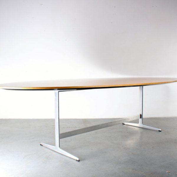 Fritz Hansen oval Shaker design table Arne Jacobsen
