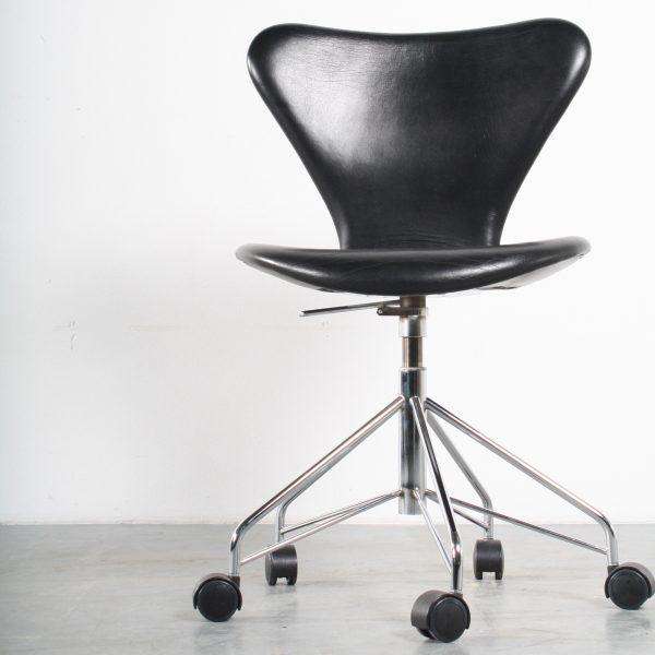 Fritz Hansen design desk chair Arne Jacobsen bureaustoel