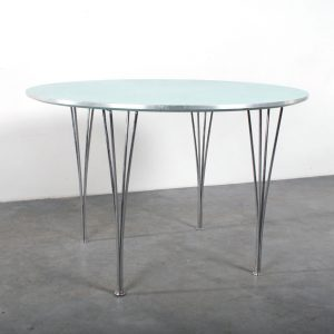Fritz Hansen table Piet Hein design spanpoten Arne Jacobsen