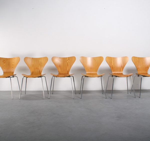 Fritz Hansen vlinderstoel design Arne Jacobsen chair series 7