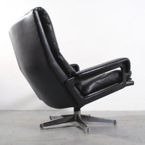 King chair design Strassle fauteuil Andre Vandenbeuck