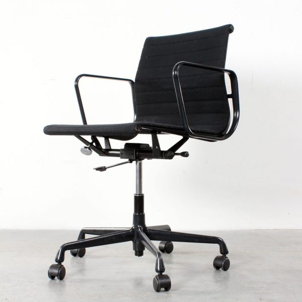Vitra Eames EA 117 design chair desk bureaustoel office