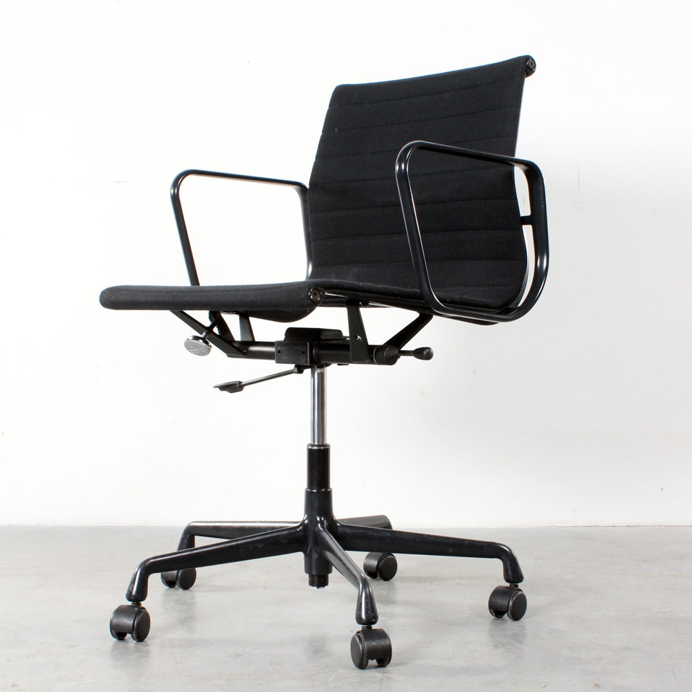 Studio1900 vitra eames ea 117 design desk chair bureaustoel for Eames ea 117 replica