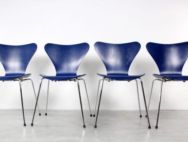 Arne Jacobsen design vlinderstoelen Fritz Hansen chairs series 7
