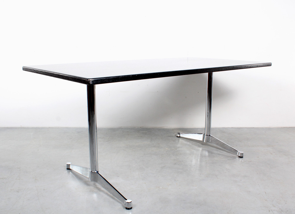 Vitra table desk design Eames black and chrome