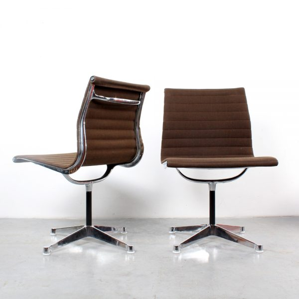 Herman Miller chairs Eames design EA106 stoelen