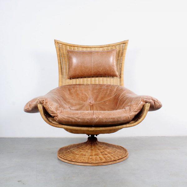 Montis leather swivel chair rattan design Berg