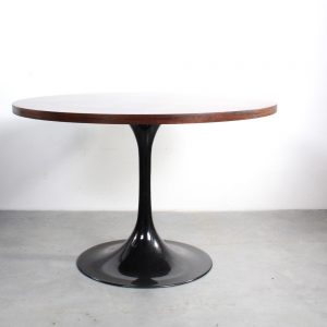 Pastoe tulip dining table design Saarinen rosewood