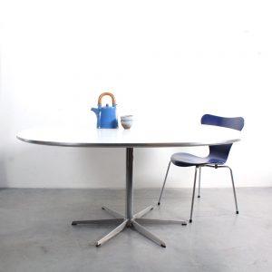 Arne Jacobsen dining table Fritz Hansen