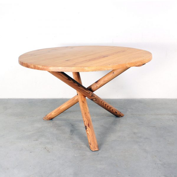 Chapo style dining table